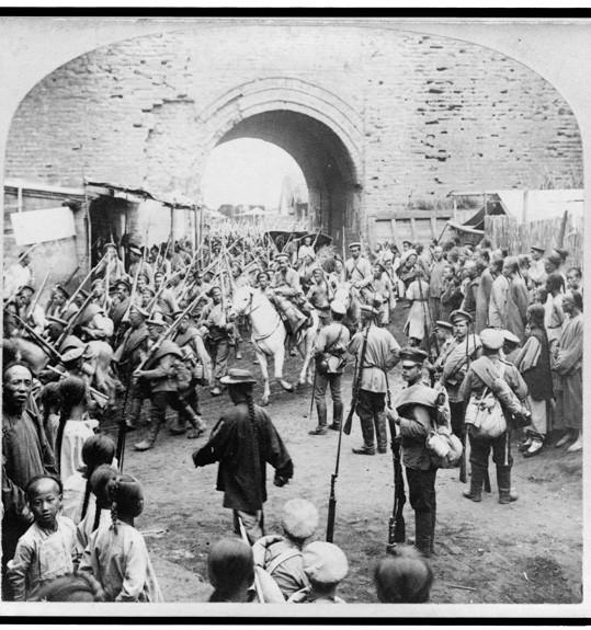Русские солдаты входят в Мукден, 1905 год интересно, история, фото
