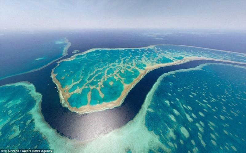Потрясающую бирюзовую воду вокруг Большого барьерного рифа в Австралии видно даже из космоса беспилотники, достопримечательности, дроны, фото