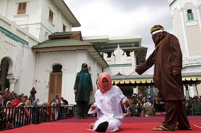 punishment in islamic law Sharia, sharia law or islamic law is a set of religious principles which form part of the islamic culture her in-laws as well crime and punishment.