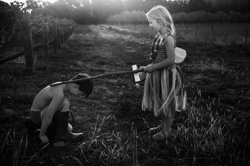 Мама-фотограф снимает жизнь своих детей без электронных устройств  детство, фотография
