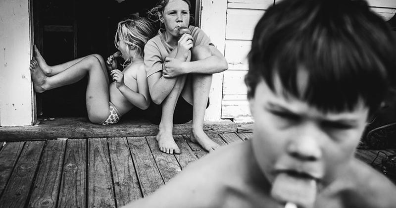 """""""Мои дети не ходят в школу, у них нет ни телевизора, ни электронных устройств""""  детство, фотография"""