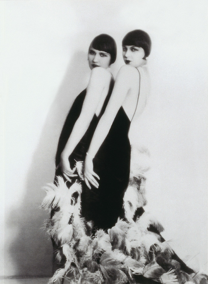 flappers fashion 1920s fashion flapper dress 1920s hats flapper the 1920s flapper she was fun-loving – she smoked and she loved to drink the flapper showed disdain.