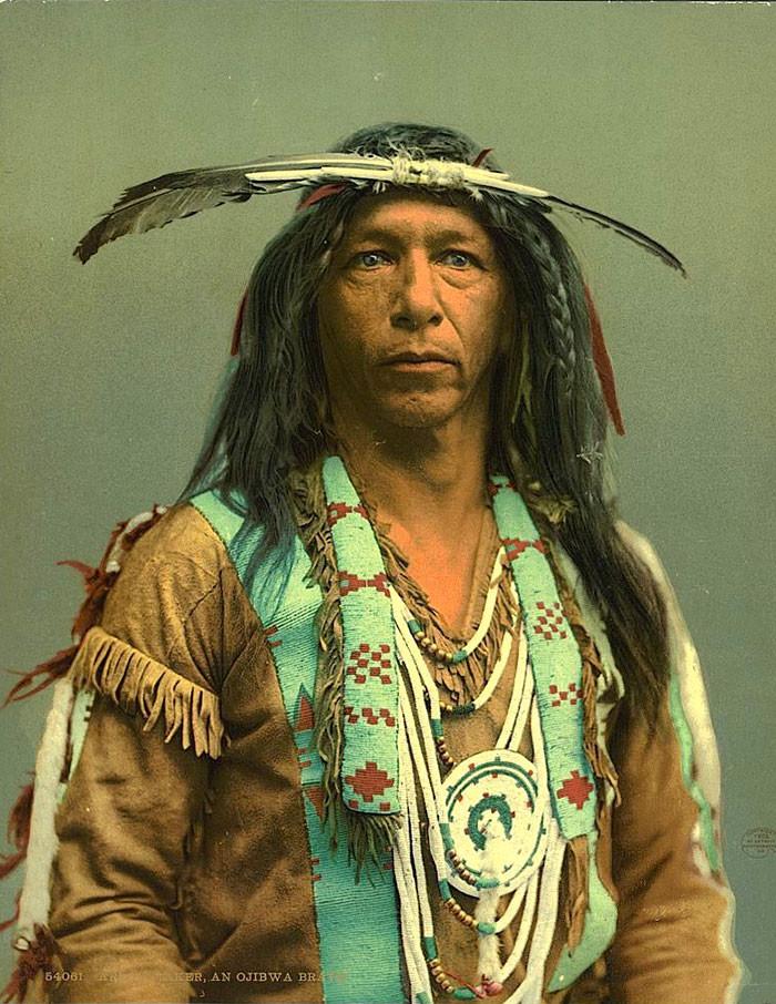 Создатель стрел. Индейский народ оджибве, 1903 г. архивные снимки, индейцы, раскрашенные, фотографии в цвете