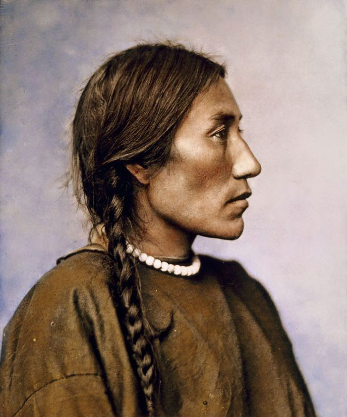 Миссис Плохое Ружье. 1879 г. Шайенны. Фотограф Л.А. Хаффман архивные снимки, индейцы, раскрашенные, фотографии в цвете