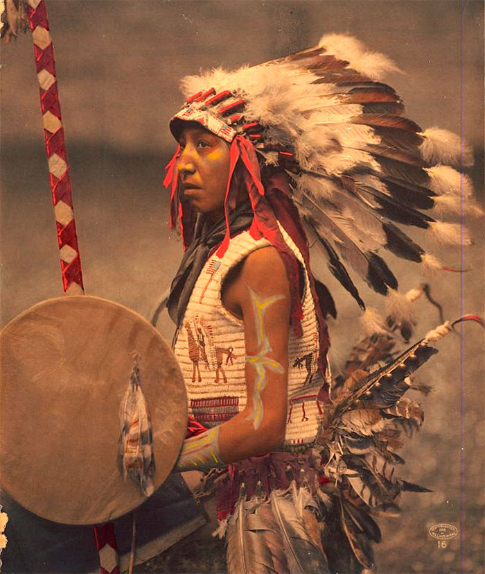 Чарльз Американский Конь (сын вождя Американский конь). Оглала лакота. 1901 г., фотограф Уильям Герман Рау архивные снимки, индейцы, раскрашенные, фотографии в цвете