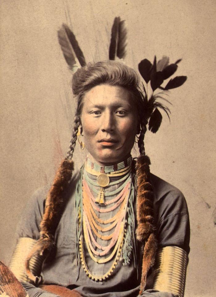 Старый Койот (или Жёлтый пёс). Племя кроу, 1879 г. (фотография раскрашена примерно в 1910 г.) архивные снимки, индейцы, раскрашенные, фотографии в цвете