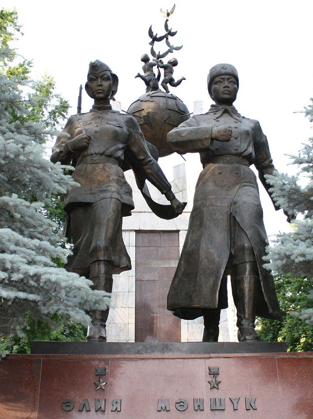 Памятник с сердцем Невель Памятник Роза из двух видов гранита Курчатов