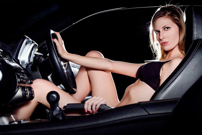 девушка верхом на секс машине - 6