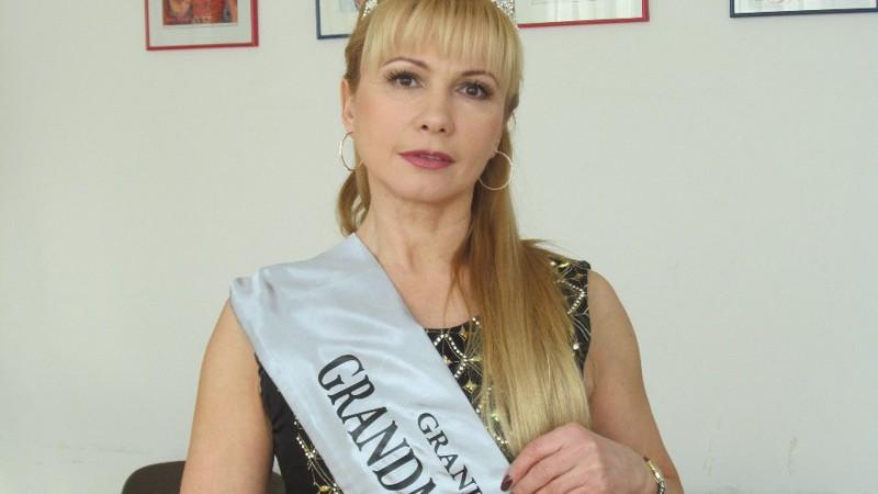 Порно засунул руку в пизду жене фото