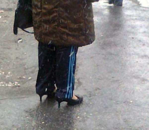 Слегка не по погоде, зато стильно. идиоты, люди, мода, прикол, стиляги, юмор