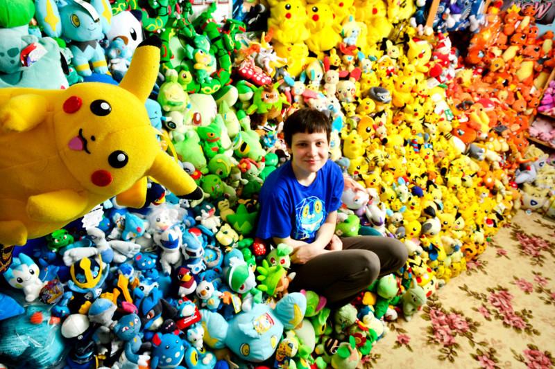 Ну, собирать мягкие игрушки для ребёнка — это, в общем-то, нормально. Но вот выкладывать их по цветовой гамме, хоть и красиво, но уже нездоровая педантичность. коллекции, прикол, странные коллекции, юмор