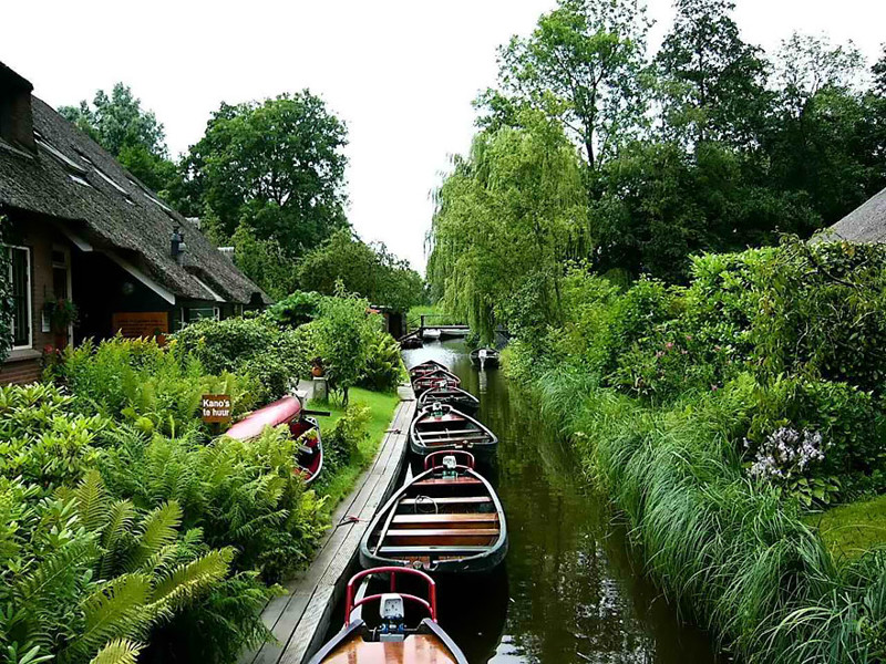 """Основной вид транспорта здесь - """"шепчущие лодки"""" с бесшумными моторами венеция, голландия, каналы, тишина, туризм"""