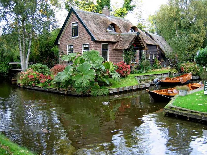 Вот так деревня и превратилась в волшебную сказку наяву... венеция, голландия, каналы, тишина, туризм