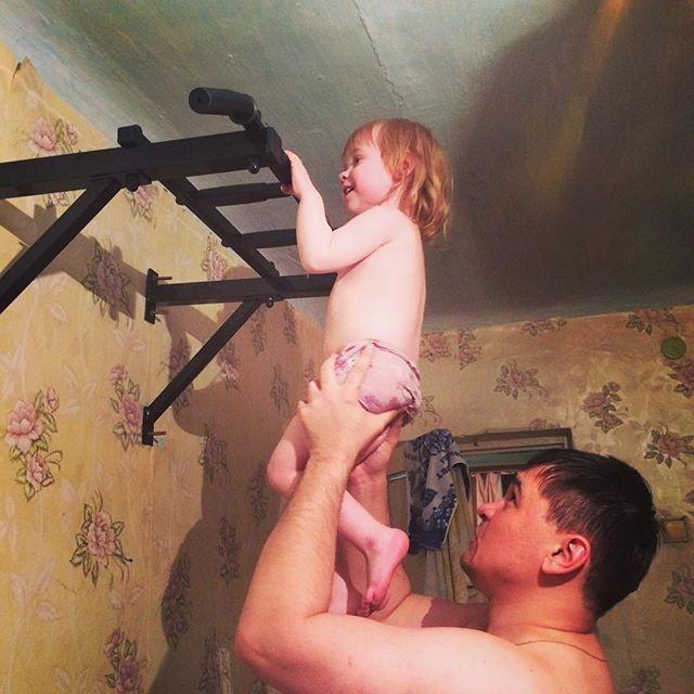 Физическое воспитание у папы получалось лучше всего! Батя, воспитание, дети, папа, прикол