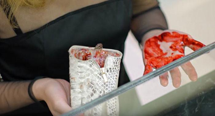 Что скрывается за кожей: PETA шокировала покупателей поддельными кожаными аксессуарами peta, жуть, кожа, шок