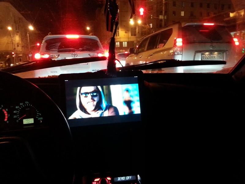Просмотр телевизора - это самое распространенное занятие в пробке  водитель, маршрутка, прикол, пробка, юмор