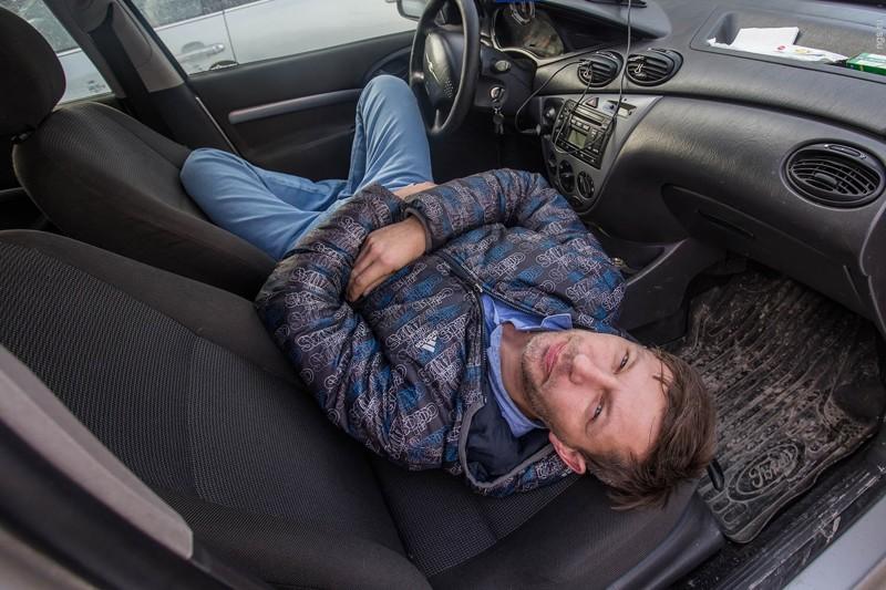 5. Человек-улитка из Новосибирска  бездомный, жизнь, машина