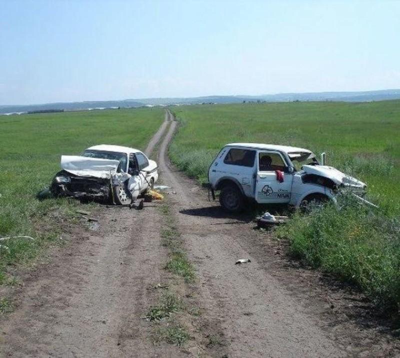 Если вы не разъехались в чистом поле — верный признак, что вождение не ваш конёк. аварии, автомобили, водители, прикол, юмор