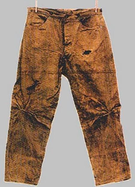 Из чего были сшиты первые джинсы