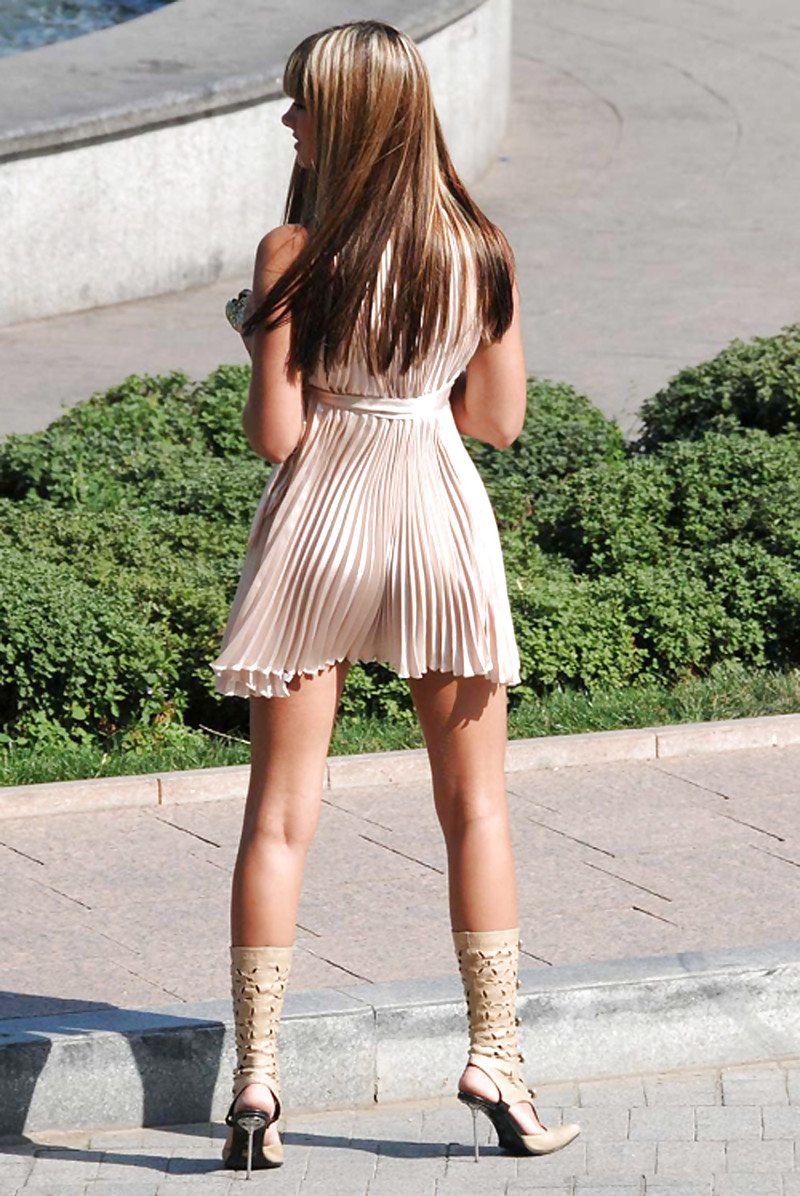 Женщина в платье без трусов фото сайтец