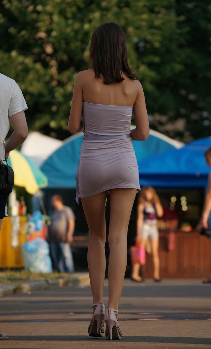 Фото в коротких просвечивающих юбках — 6