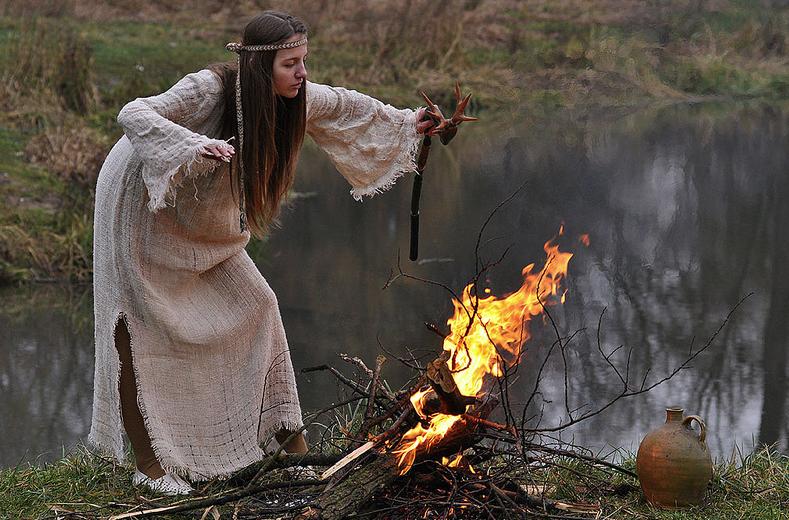 Колпак ведьмы и другие магические атрибуты из легенд и сказаний (9 фото)