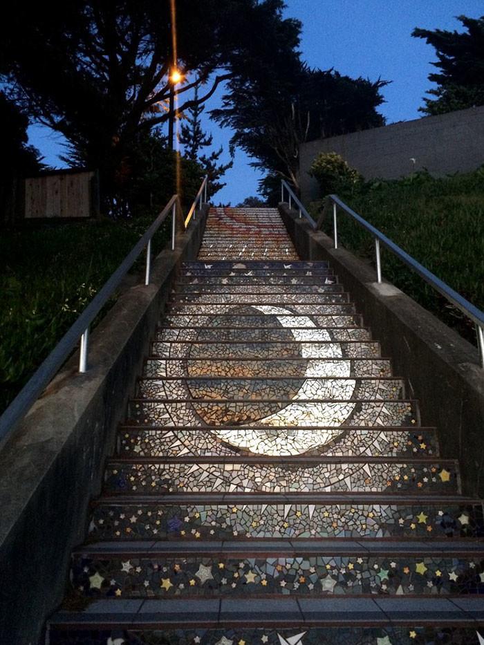 картинки в барнауле светящиеся лестницы на гору сайт попадают черно-белые