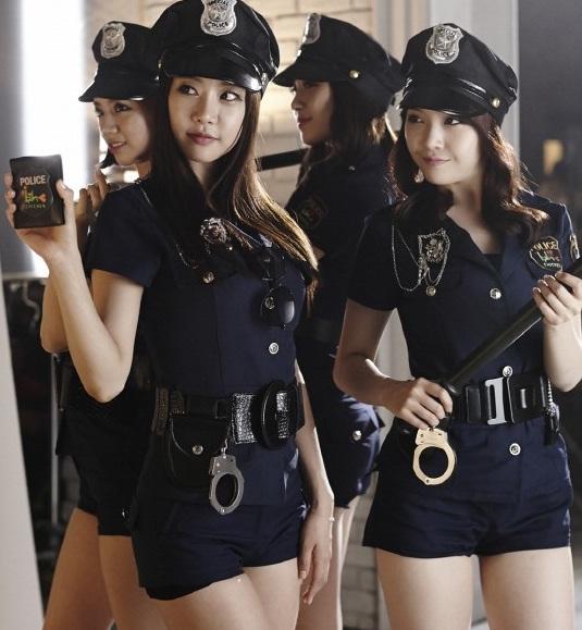 aziatka-v-uniforme-politseyskogo-krasivaya-polovaya-guba-porno