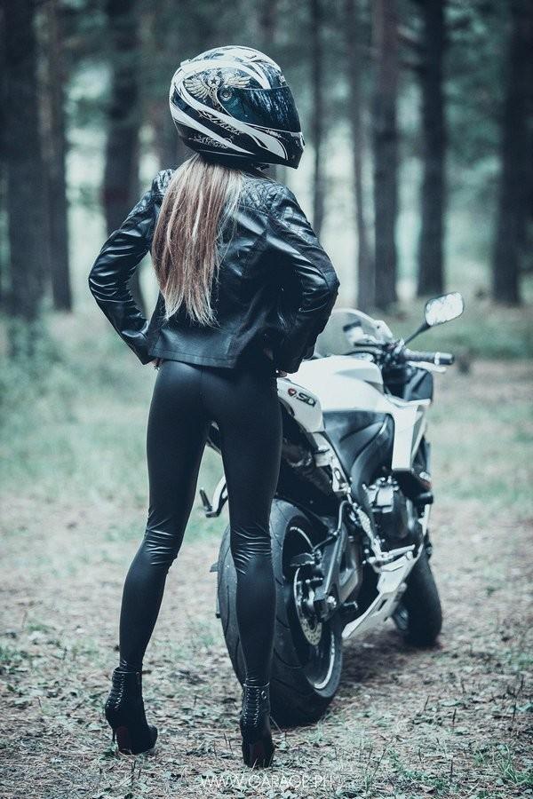 Сексуальные девушки и мотоциклы