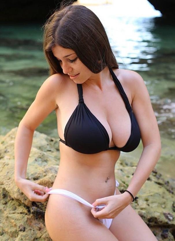 Красивые девушки на море, голая 74