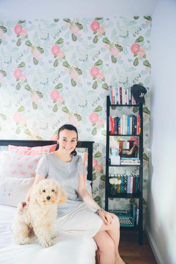 1. Вместо тумбочки у кровати можно установить небольшой стеллаж интерьер, квартира, советы, хитрости