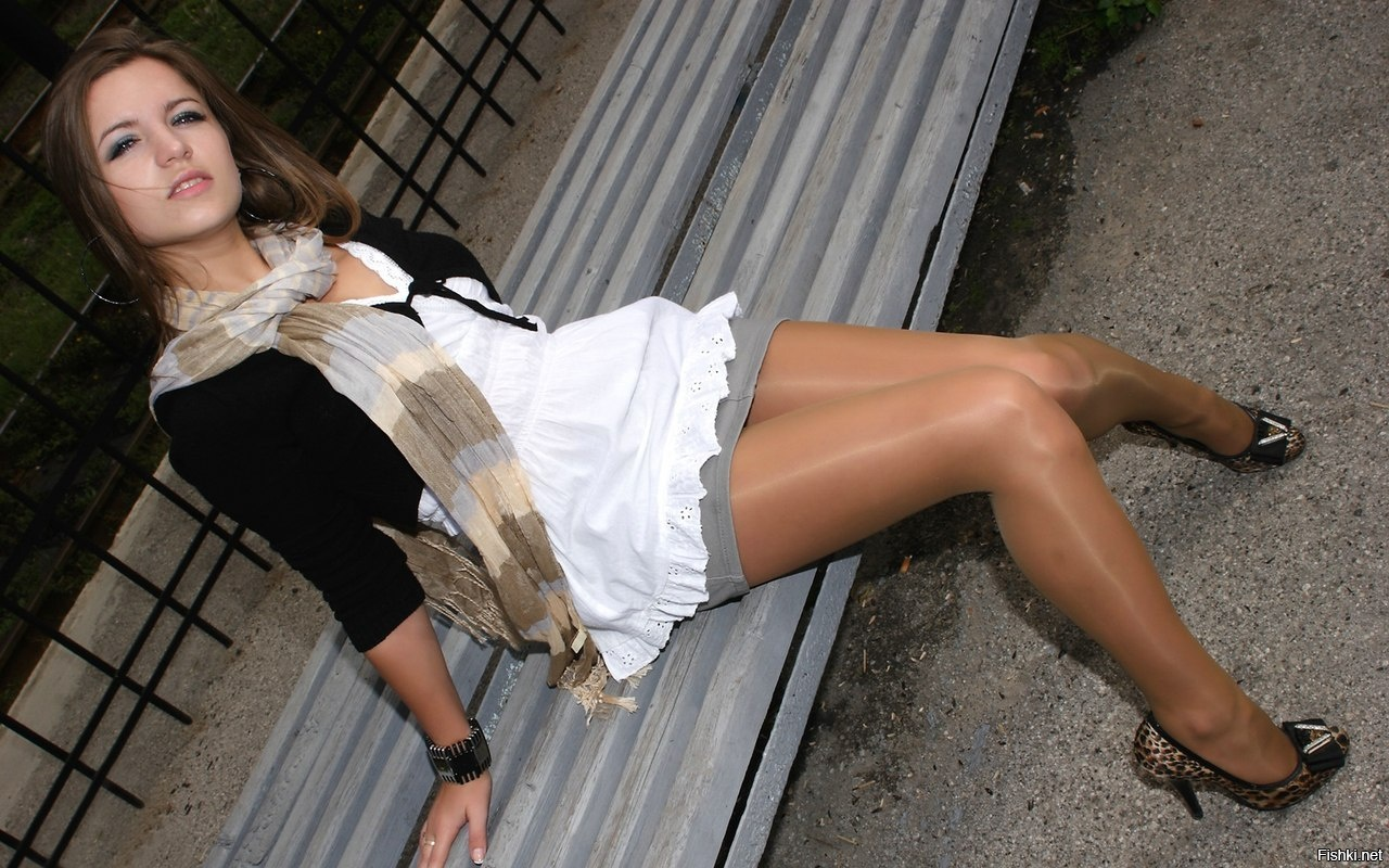 girl-girls-in-skirt-open-legs-virgins-hot