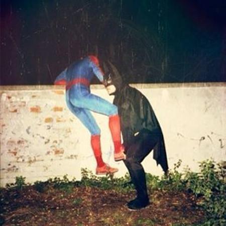Но и супергероям взаимопомощь, выручка, оказал помощь, помощь, прикол, юмор