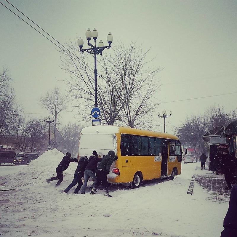 Помощь нужна не только автобусам взаимопомощь, выручка, оказал помощь, помощь, прикол, юмор
