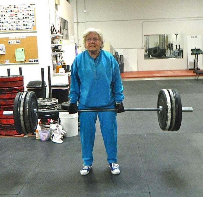 Супер-бабушка. прикол, старики, старики отжигают, юмор