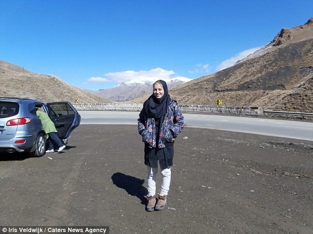 50 стран автостопом: девушка из Нидерландов путешествует уже пять лет автостопом, девушка, путешествие