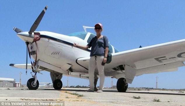 Однажды на Мальте девушке посчастливилось полетать на самолёте автостопом, девушка, путешествие