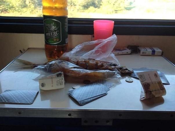 Карты, деньги, 2 сома  девушки, плацкарт, поезд, прикол, юмор