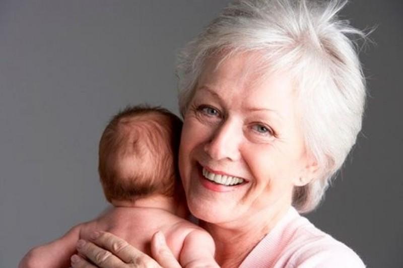 Бабушки и молодые самцы
