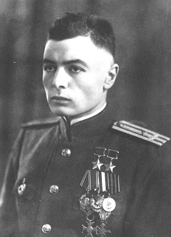 Петров Василий Степанович - единственный в мире офицер, воевавший без обеих рук