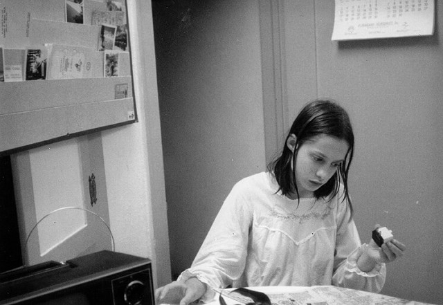 Медсестру привязали и жарят