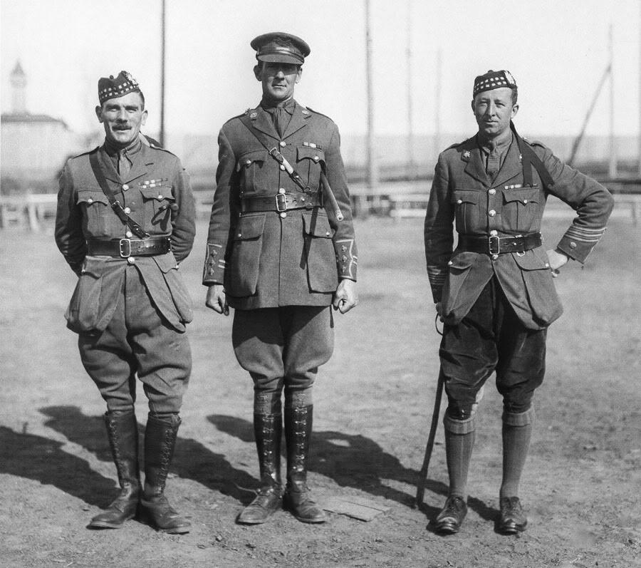 12-scot-brit-officers.jpg