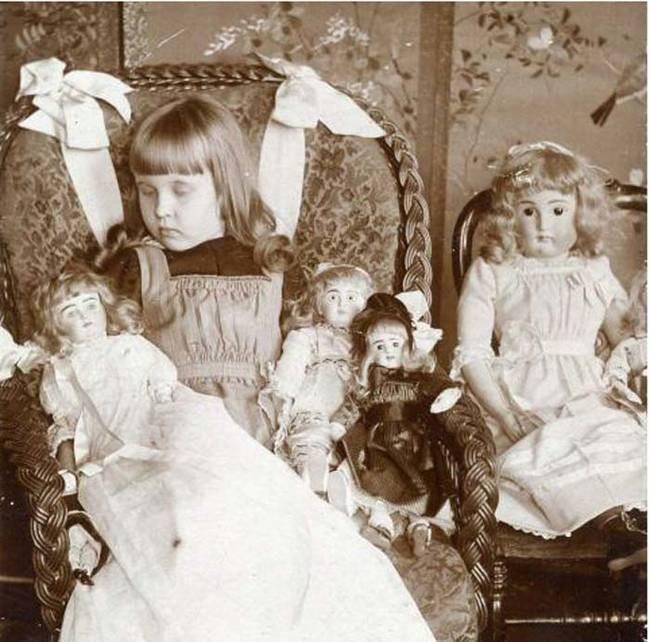 8. Покойных фотографировали вместе с их любимыми вещами post mortem, Посмертные фотографии, посмертные альбомы