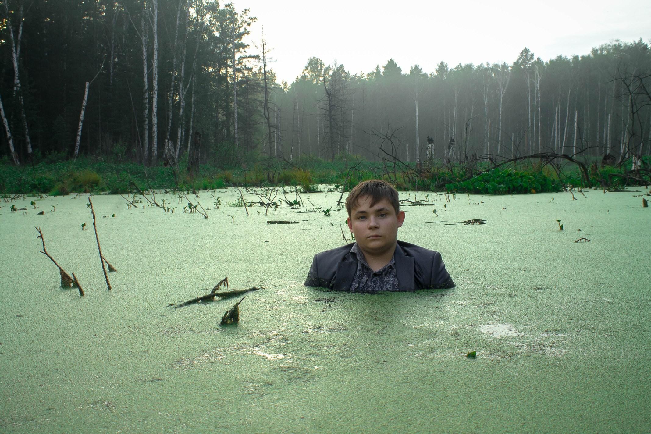 расположен одной парень сфотографировался в болоте удивительно верно сразу