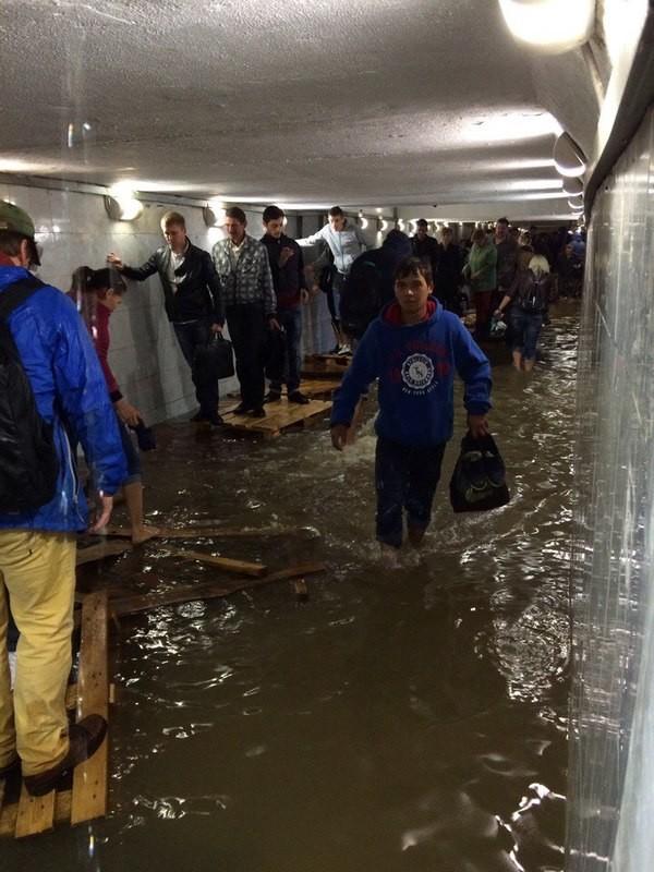 Подземный переход на улице Сущевский Вал апокалипсис, дождь, ливень, москва, столица