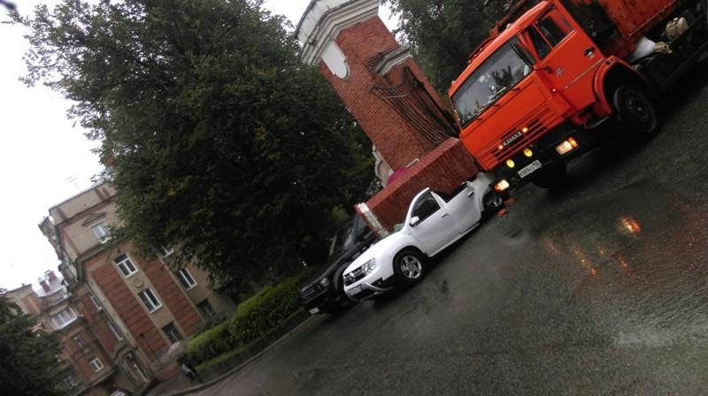 А это уже Жуковский. Ураган сделал на одного обладателя кабриолета в городе больше апокалипсис, дождь, ливень, москва, столица