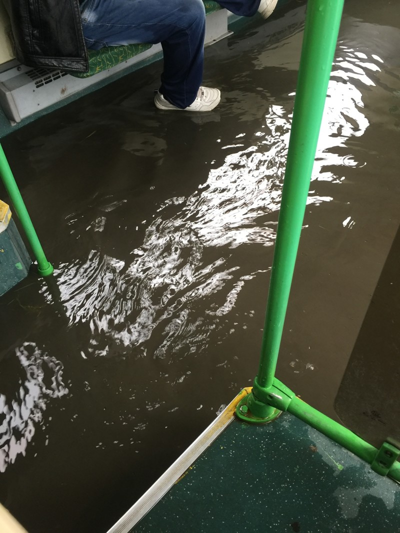 Даже общественный транспорт не спасал жителей столицы от этого ненастья апокалипсис, дождь, ливень, москва, столица