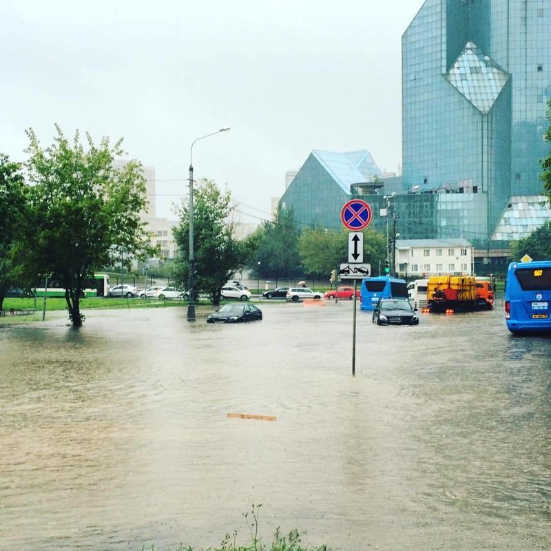 Утонувшая Москва: фото и видео столичного апокалипсиса апокалипсис, дождь, ливень, москва, столица