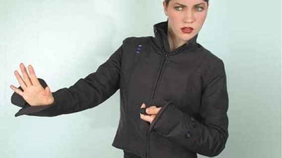 Бесконтактная электрическая куртка женщины, оружие, самооборона