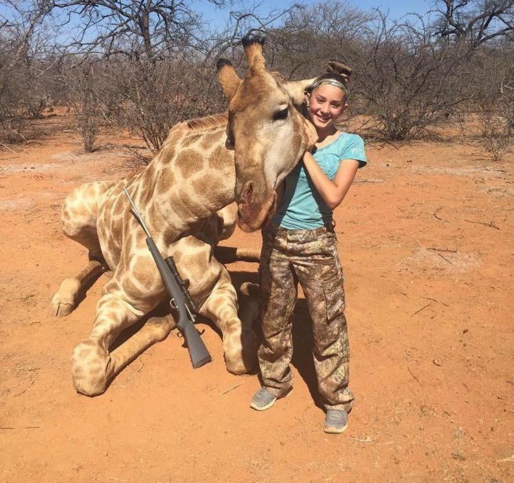 12-летняя американка хладнокровно убивает животных: «Я охотник и никогда не остановлюсь» девочка, дети, животные, жираф, зебра, охота